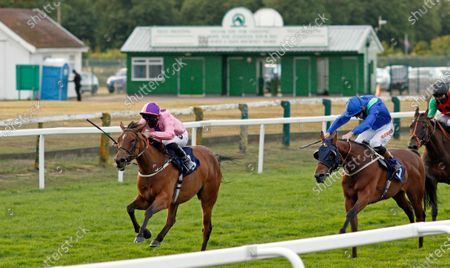 LIBRETTI (Tom Queally) beats ROBERT GUISCARD (right) in The Visit attheraces.com Handicap Yarmouth