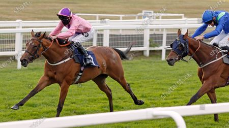 LIBRETTI (Tom Queally) wins The Visit attheraces.com Handicap Yarmouth