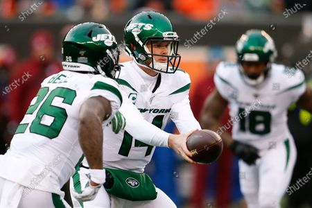 Stock Image of New York Jets quarterback Sam Darnold (14) looks to hand off the ball to running back Le'Veon Bell (26) during the first half of an NFL football game against the Cincinnati Bengals in Cincinnati. When the Jets traded up in the draft to select him with the No. 3 overall pick in 2018, they envisioned Darnold as the franchise quarterback they have been searching for since, well, the glory days of Joe Namath
