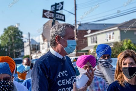 Mayor Bill de Blasio wearing a face mask while talking to the press about the importance of the US Census in Queens borough, New York City. Mayor Bill de Blasio and NYC Census 2020 Director Julie Menin go door-knocking to encourage New Yorkers to complete the census in South Richmond Hill, Queens.