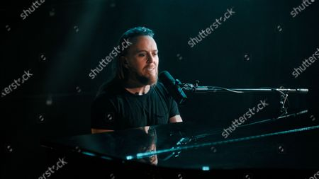 Tim Minchin closes the 2020 Virgin Media British Academy Television Awards with his song 'Carry You'