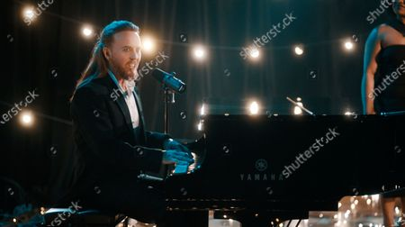 Tim Minchin performs the 'BAFTA song'