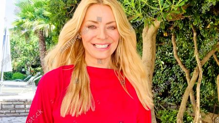 Tess Daly accepts the Entertainment Programme award for Strictly Come Dancing