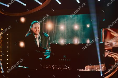 "Tim Minchin performs the ""BAFTA song"""