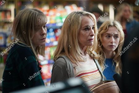 Stock Photo of Emmalee Parker as Wendy Delaney, Amanda Wyss as Bernice Delaney and India Ennenga as Lisa Delaney