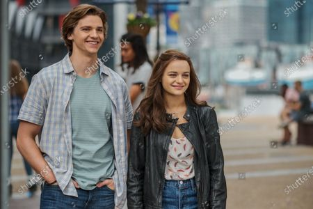 Joel Courtney as Lee Flynn and Joey King as Elle Evans