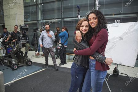 Joey King as Elle Evans and Maisie Richardson-Sellers as Chloe Winthrop