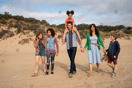 Teddie-Rose Malleson-Allen as Ros, Ashley Aufderheide as Smash, Ellie-Mae Siame as Maudie, Matthew Goode as David, Paula Patton as Alice and Billy Jenkins as Robbie