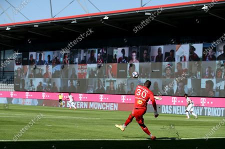 Steve Mandanda, goalkeeper of Marseille takes a shot during the friendly soccer match between FC Bayern Munich and Olympique de Marseille in Munich, Germany, 31 July 2020.