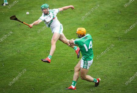 Ballyhale Shamrocks vs Tullaroan. Tullaroan's Tommy Walsh attempts to block the shot of Colin Fennelly of Ballyhale