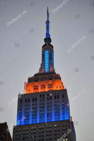 Empire State Building lit in New York Islanders team colors