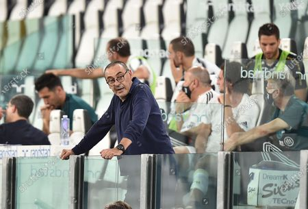 Juventus' coach Maurizio Sarri (C) during the Italian Serie A soccer match Juventus FC vs AS Roma at the Allianz stadium in Turin, Italy, 01 August 2020.