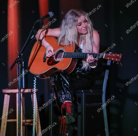 Lindsay Ell performs