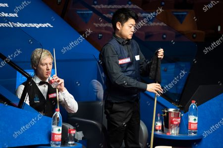 Neil Robertson and Liang Wenbo