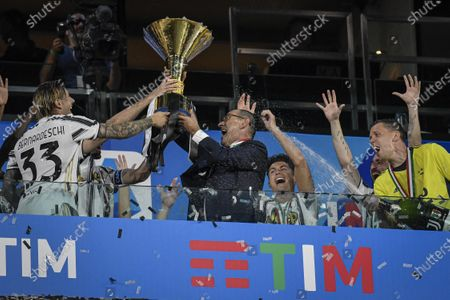 Maurizio Sarri of Juventus celebrates with the trophy