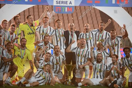 Head coach Maurizio Sarri (C) and players of FC Juventus celebrate with the trophy at the end of the Serie A football match between FC Juventus and Roma in Turin, Italy, Aug 1, 2020.