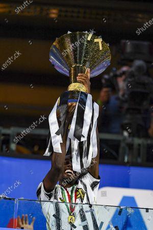 Blaise Matuidi (Juventus) with Trophy
