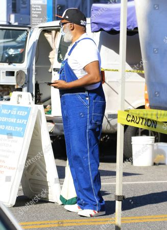 Stock Image of David Alan Grier shops at the Hollywood Farmer's Market