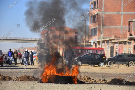 A group of people block a road during a protest due to the further postponement of the Bolivian elections, in El Alto, Bolivia, 03 August 2020. Bolivia saw blockades and demonstrations of social sectors that demand that the elections be held on 06 September  and not on 18 October as announced by the country's electoral body.