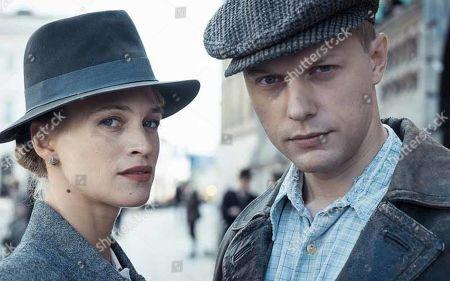 Stock Image of Julie Engelbrecht as Doris and Philippe Tlokinski as Jan Nowak-Jezioranski