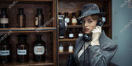 Julie Engelbrecht as Doris
