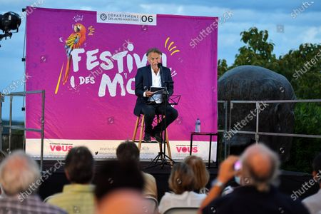 Richard Berry reads at the Festival des Mots