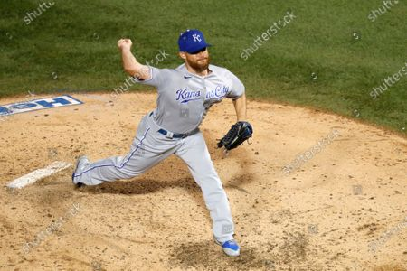 Kansas City Royals relief pitcher Ian Kennedy delivers during a baseball game against the Chicago Cubs, in Chicago
