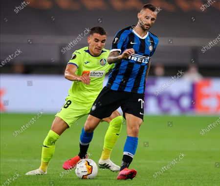 InterÕs Victor Moses (R) in action against Getafe's Mauro Arambarri (L) during the UEFA Europa League Round of 16 match between Inter Milan and Getafe at the stadium in Gelsenkirchen, Germany, 05 August 2020.