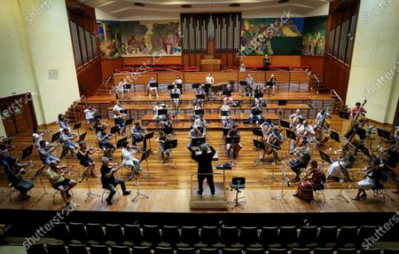 Russian conductor Semyon Bychkov (C) during a rehearsal with the Euskadi Orchestra in San Sebastian, Spain, 06 August 2020, in preparation for his appearance in San Sebastian's Music Fortnight.