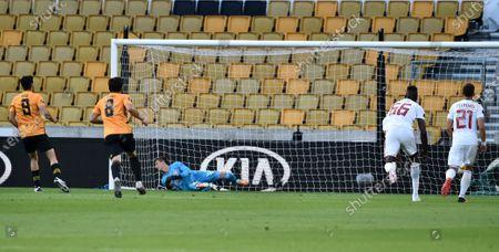 Wolverhampton Wanderers v Olympiacos ภาพสต็อก (เป็นเอกสิทธิ์ ...