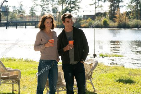 Katie Holmes as Miranda Wells and Jerry O'Connell as Tucker