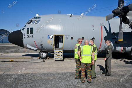 Dispatch of humanitarian aid from Belgium to Beirut following the explosion disaster. One C130 flies today to Beirut. Prime Minister Philippe Goffin was present to witness the loading and support the team of pilots for this mission.