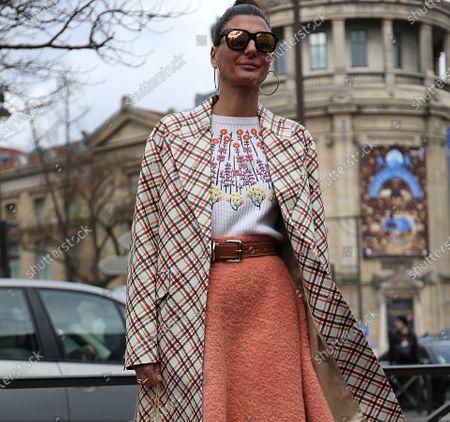 PARIS- 06 March 2018 Giovanna Battaglia Engelbert on the street before the Miu Miu show during the Paris Fashion Week