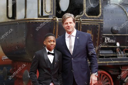 """Berlin: The world premiere of """"Jim Knopf and Luke the locomotive driver"""" in front of the Sony Center on Potsdamer Platz. The photo shows the actor Henning Baum and Solomon Gordon on the red carpet."""