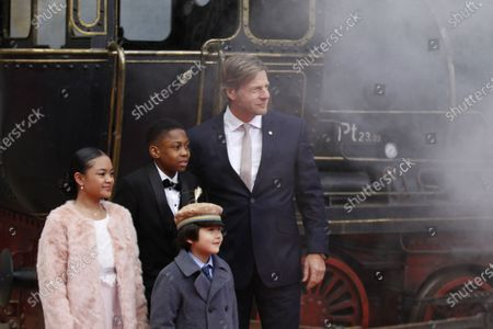 """Berlin: The world premiere of """"Jim Knopf and Luke the locomotive driver"""" in front of the Sony Center on Potsdamer Platz. The photo shows the actor Henning Baum, Leighanne Esperanzate and Solomon Gordon and Eden Gough on the red carpet."""