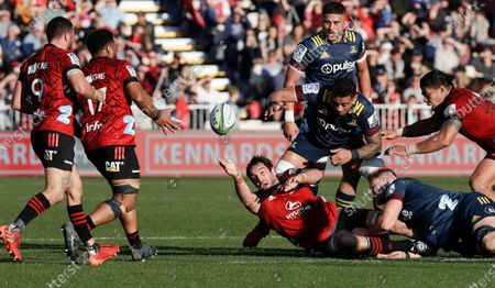 Crusaders Samuel Whitelock passes the ball to teammates during the Super Rugby Aotearoa rugby game between the Crusaders and the Highlanders in Christchurch, New Zealand