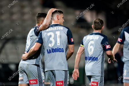 Melbourne Victory celebrate the goal of Andrew Nabbout (9)