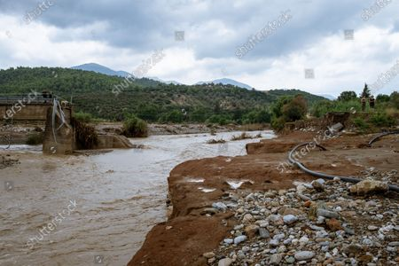 During Storm Thalia, heavy rains hit the island of Euboea, north of Athens, hard. At least seven people have died and property damage is very high, all of the bridges on the Lilac River having been destroyed, cutting the island in two.