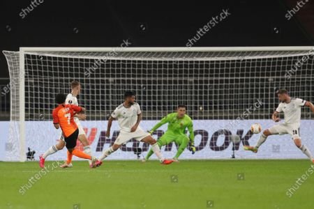 Taison of Shakhtar (L) scores the 2-0 goal during the UEFA Europa League quarter final match between Shakhtar Donetsk and FC Basel in Gelsenkirchen, Germany, 11 August 2020.