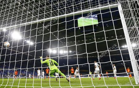 Taison of Shakhtar (R) scores the 2-0 lead during the UEFA Europa League quarter final match between Shakhtar Donetsk and FC Basel in Gelsenkirchen, Germany, 11 August 2020.