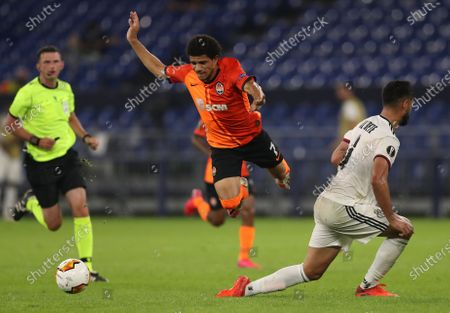 Taison of Shakhtar (C) in action against Omar Alderete of Basel (R) during the UEFA Europa League quarter final match between Shakhtar Donetsk and FC Basel in Gelsenkirchen, Germany, 11 August 2020.
