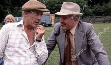 Emmerdale Farm - Ep 548 Thursday 24th January 1980  The Connelton Show takes place. Sam wins first prize with his onions and Matt wins first prize with his against NY Estates. With Jesse Gillin, as played by John Abineri ; Maurice Westrop, as played by Edward Dentith.