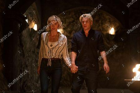 Sarah Grey as Alyssa Drake and Jake Manley as Jack Morton