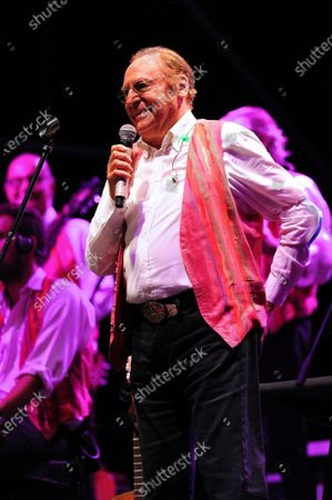 Stock Image of On the Prairie of the Portici Palace, the highly anticipated concert by Renzo Arbore accompanied by his Italian Apulian Orchestra by birth but Neapolitan by adoption, since 1992 he has been carrying out a project to enhance the Neapolitan classical song with his own personal way of understanding music.