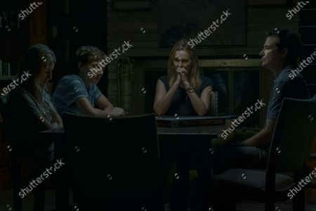 Sofia Hublitz as Charlotte Byrde, Skylar Gaertner as Jonah Byrde, Laura Linney as Wendy Byrde and Jason Bateman as Martin 'Marty' Byrde