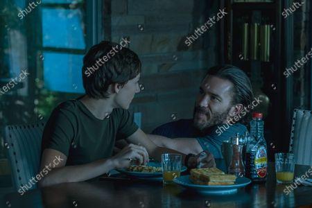 Skylar Gaertner as Jonah Byrde and Tom Pelphrey as Ben Davis