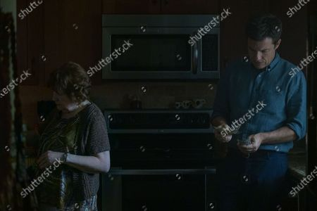 Marylouise Burke as Sue Shelby and Jason Bateman as Martin 'Marty' Byrde