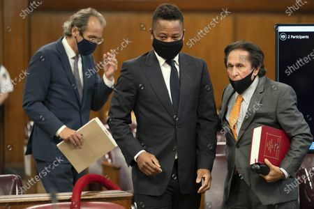 Actor Cuba Gooding Jr., center, approaches the defense table with his lawyer Marc Heller, right, during a hearing in his sexual misconduct case, in New York. A judge ordered the courtroom outfitted with Plexiglas and other measures to prevent the spread of the coronavirus, which has delayed the trial indefinitely