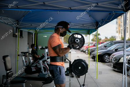 Stock Picture of Garry Julian works out at Last Real Gym in the North Park neighborhood on Thursday, Aug. 13, 2020 in San Diego, CA. With gyms ordered closed, the fitness center moved their operations outdoors. (Sam Hodgson / The San Diego Union-Tribune)
