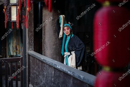 """On the evening of August 9, 2020, At Qingyuan Palace in Jiangjin, Chongqing, The classical Sichuan opera of China was inherited and the quyi culture was deeply loved. Actors and actresses braved the scorching 38c summer heat to perform Sichuan opera for the enjoyment of rural people. Annual chongqing municipal intangible cultural heritage radically miyagawa main temple fair culture festival kicked off, according to """"metro local dynasty temples"""" records, """"radical palace temple fair"""" began in the Ming dynasty, dating back more than 500 years, including nine will, qing jiao will, sichuan and the main temple fair, light pole, respectively, in the day of the first lunar month, march, June, September, notably the """"sichuan main temple fair"""" is the most grand grand. Every year, half a month before Li Bing's birthday, people from all over the world flock to Qingyuan Palace one after another to worship and remember Li Bing, the """"Lord of wantianchuan"""". Hang red color, kill pig slaughter sheep push bean flower, sing opera parade very lively, before and after will attract tens of thousands of people around to watch and participate. The main assembly of Sichuan """"worship folk custom activities, in order to express the feeling of missing Li Bing, pray for good weather, good grain and abundant harvest. During this period, there will also be a large-scale Lantern Festival and folk drama performances. This important custom of the people in western Chongqing, southern Sichuan and northern Guizhou has been prevalent among the people and has become an important traditional folk activity affecting western Chongqing, southern Sichuan and northern Guizhou. During the temple fair, nearly 100,000 tourists come to pray for the blessing ceremony, known as the folk song said: """"When the meeting, thousands of people come, ten million people go, half jiangjin, half hejiang, noisy, incense constantly""""."""